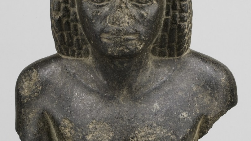 Upper half of seated figure wearing an echeloned wig