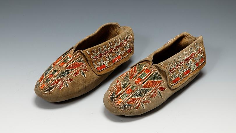 Moccasins made by a Seneca (Haudenosaunee) artist, about 1820, deerskin, porcupine quills, dye, sinew, ribbon, thread.