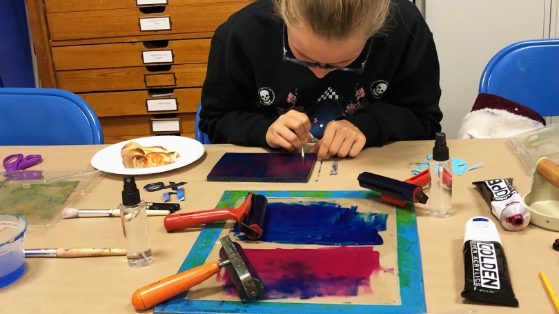 Museum Club member Sophia Swanson '23 engages in an art-making activity in the Peter Smith Studio. Photo by Hadley Detrick '22.
