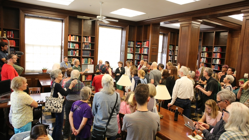 A crowd gathers in Sherman Art Library to experience Transfer (Object) and hear Julianne Swartz speak.